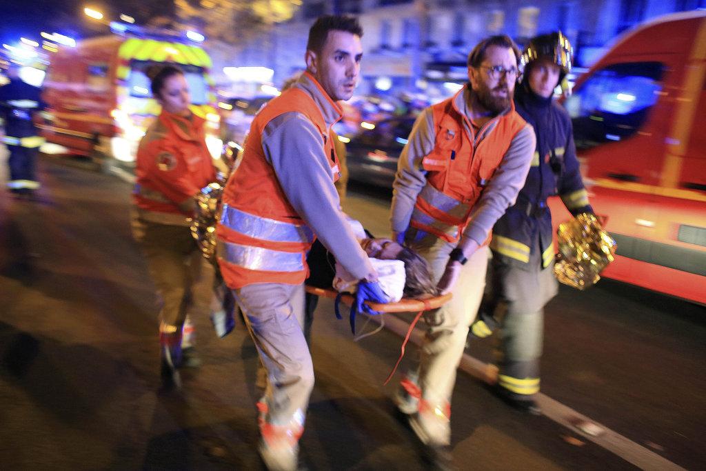 Des attaques sur Paris font plus de 100 morts