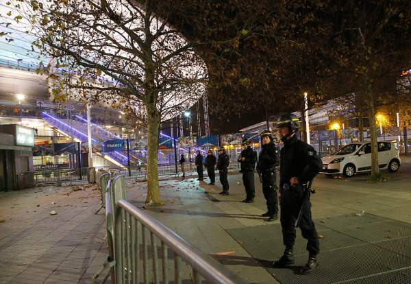 L'Occident doit réfléchir sur sa réponse contre l'Etat Islamique après les attaques sur Paris