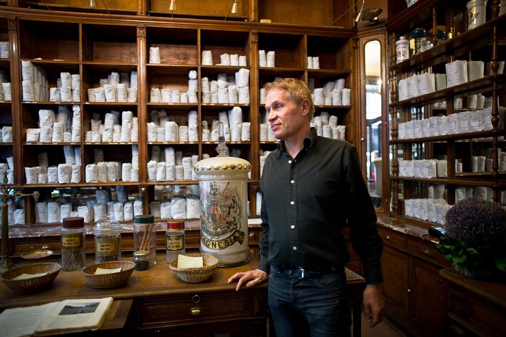 Jean Pierre Raveneau est un herboriste qui prétendait guérir le SIDA avec des plantes