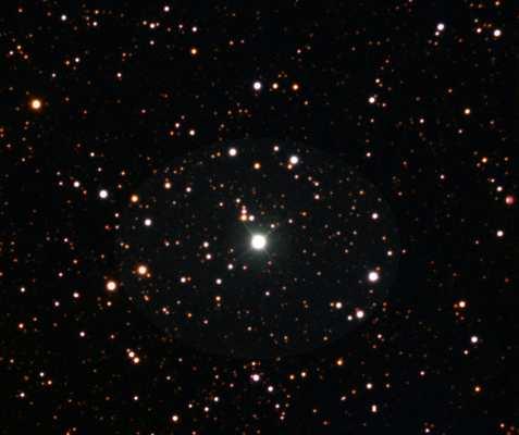 KIC 9821622 est une étoile géante riche en lithium. C'est le point le plus lumineux au centre de l'image