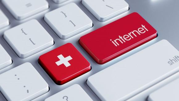 Internet devient la principale source d'information en Suisse