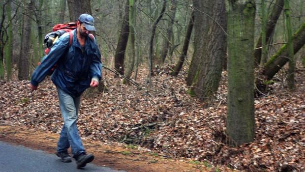 Aleksandar Pirivatric est un dentiste serbe qui a vécu seul dans la forêt pendant 15 ans.