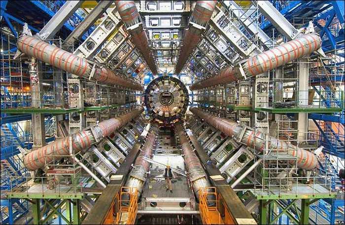 Est-ce que le Grand collisionneur de hadrons a détecté une nouvelle particule ?