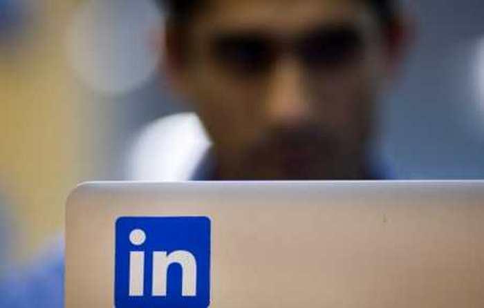 Linkedin dévisse de 28 % en Bourse à cause de la déception des investisseurs. La bulle technologique s'essouffle-t-elle ?