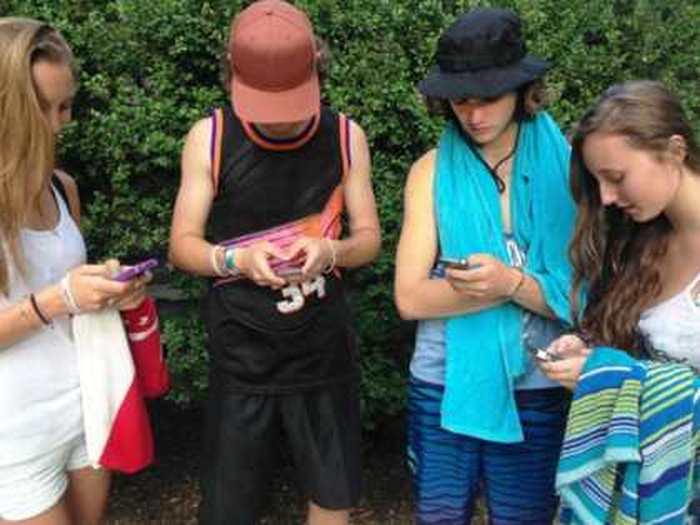 Pourquoi les jeunes quittent massivement la sphère publique des réseaux sociaux ?