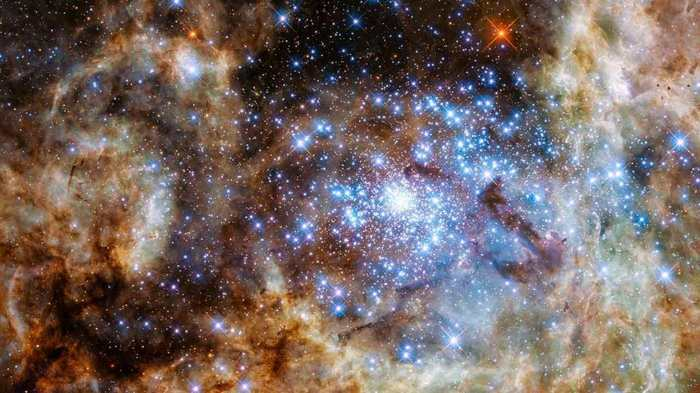 Hubbe dévoile des étoiles gigantesques dans l'amas stellaire R136