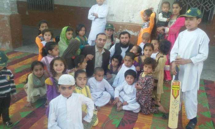 Jan Mohammad, un médecin au Pakistan et père de 100 enfants veut engendrer 100 enfants pour obtenir une place au Paradis