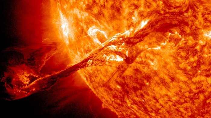 Est-ce que le soleil peut produire une super éruption solaire qui peut détruire l'atmosphère terrestre ?