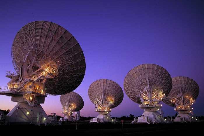 Le sursaut radio rapide origine d'une galaxie lointaine ? Des chercheurs mettent en doute cette étude.