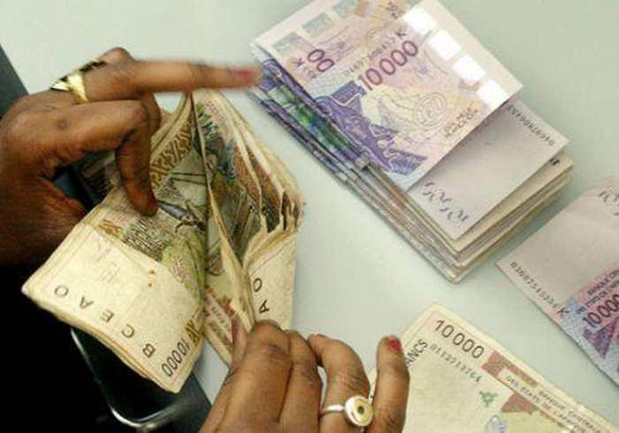 Les pays africains qui utilisent le CFA doivent décider de l'avenir de cette monnaie, mais elle est partie pour durer très longtemps à cause du néo-colonialisme de la France