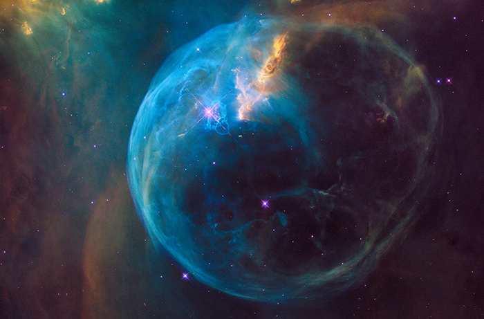 Une photo magnifique de la nébuleuse de la Bulle prise par Hubble pour célébrer son 26e anniversaire
