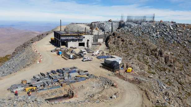 Encore en construction, le Large Synoptic Survey Telescope au Chili va cartographier 20 milliards d'objets cosmologiques à partir de 2023.