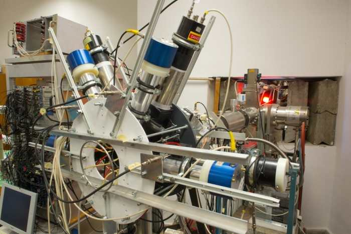 Selon les physiciens de l'Institute for Nuclear Research en Hongrie, cet appareil, un spectromètre d'électron/positron, a trouvé la preuve d'une nouvelle particule.