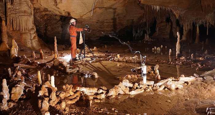 Les Hommes de Neandertal ont construire de mystérieux cercles souterrains dans la grotte de Bruniquel il y a 176 500 ans.