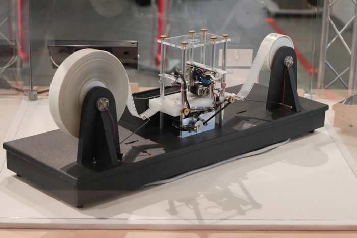 Une machine de Turing doit fonctionner éternellement pour éviter de contredire certaines modèles mathématiques célèbres.