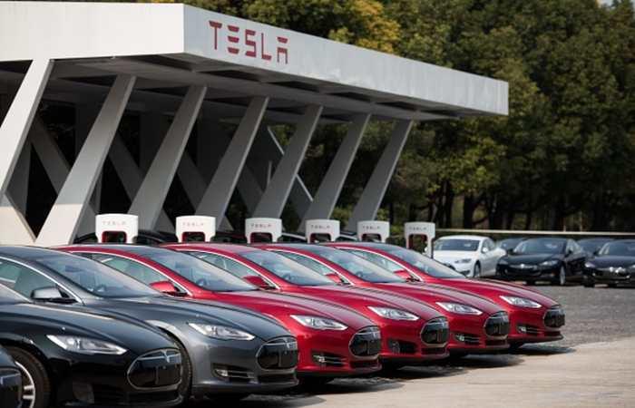 Une voiture Tesla, doté d'une fonction de pilote automatique, a tué son conducteur. L'adepte du gourou de Musk, le technophobe et le réaliste nous donnent 3 points de vue sur cet accident.