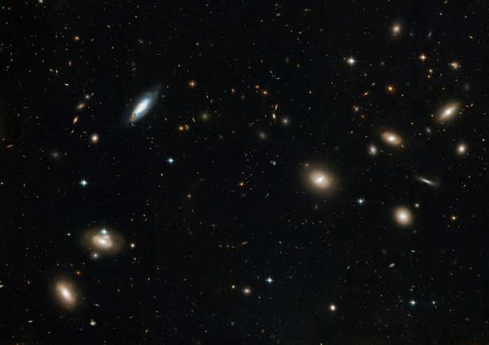L'Amas de la Chevelure de Bérénice abrite des centaines de galaxies quasi invisibles qui sont aussi massives que la Voie lactée. On les connait comme des galaxies ultra-diffuses.