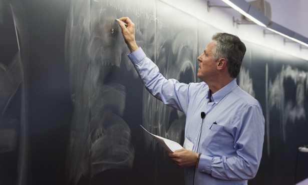 Le physicien Andreas Albrecht, présente ses travaux sur la nature du temps