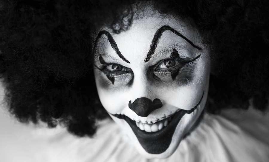 Des hypothèses pour expliquer la prétendue phobie des clowns. Cependant, il ne faut pas négliger l'aspect de la légende urbaine.