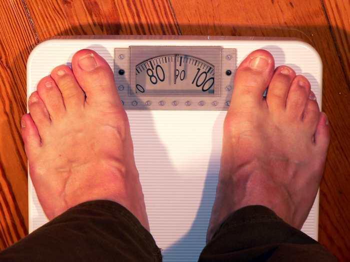 Une étude vient contredire de précédentes recherches sur l'obésité. L'hypothèse est qu'il n'y a pas une seule solution miracle contre l'obésité et qu'il y a de nombreux facteurs convergents que ce soit sur l'alimentation ou l'environnement. Cependant, cette étude estime que la pauvreté est le facteur prédominant sur le risque d'obésité.