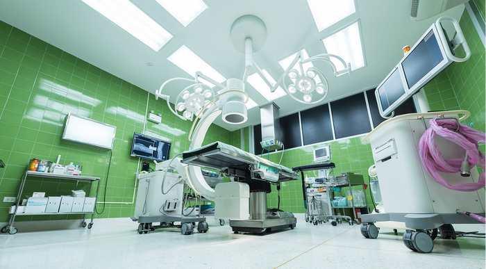Une étude révèle le dépassement d'honoraires par rapport au système Medicare aux États-Unis. Les spécialités qui pratiquent un excès de frais considérable sont l'anesthésie, la radiologie interventionnelle, les médecins des services des urgences et les pathologistes.