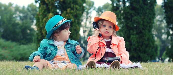 Une étude suggère que les stéréotypes sur l'intelligence concernant le genre commencent très jeunes à l'âge de 6 ans. Dès cet âge, les filles tendent à se considérer comme étant moins intelligentes que les garçons impactant négativement leur vie à l'âge adulte.