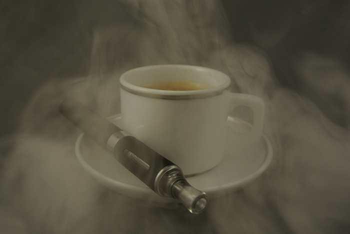 Les utilisateurs de cigarette électronique sont beaucoup moins exposés aux substances cancérigènes que les fumeurs selon une étude qui a analysé les effets sur le long terme.