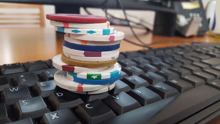 Les chercheurs ont développé DeepStack, une intelligence artificielle, qui a battu 10 joueurs professionnels dans une variante du poker connu comme le Texas Hold'em Heads-up No-limit.