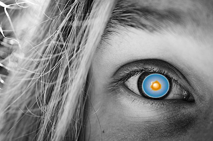 3 personnes souffrant de la dégénérescence maculaire sont devenues aveugles après avoir subi une thérapie de cellules souches non conforme qui s'est fait passer pour un essai clinique en 2015 dans une clinique en Floride. Une semaine après le traitement, les patients ont subi plusieurs complications incluant la perte de vision, des rétines décollées et des hémorragies. Ces personnes sont désormais aveugles.