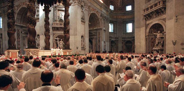 Un petit résumé de l'origine du célibat qui est obligatoire chez les prêtres catholiques. On se rend compte que cette obligation est plus floue qu'on le pense, mais ce n'est pas près de changer.