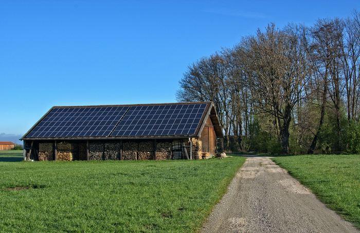 Une étude suggère que la financiarisation de l'industrie solaire aux États-Unis a eu des effets néfastes considérables par rapport à la même industrie au Japon.