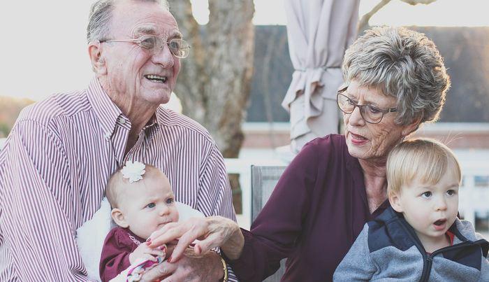 De nombreux grands-parents continuent d'appliquer des remèdes obsolètes sur leurs petits enfants. En plus de l'inefficacité, ces remèdes sont dangereux pour la santé.