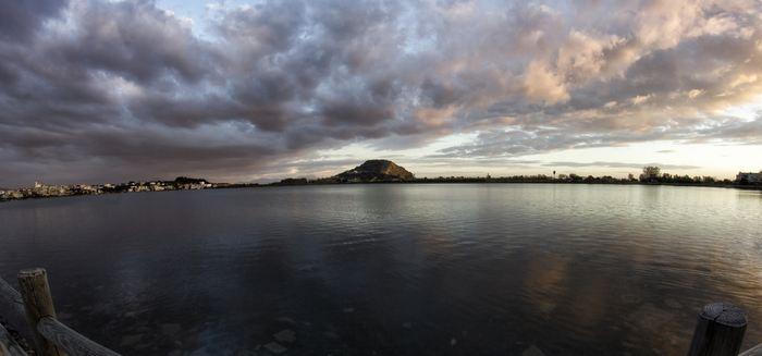 Le volcan Campi Flegrei (Champs Phlégréens) dans le sud de l'Italie pourrait être plus proche d'une éruption que ce qu'on pensait auparavant selon de nouvelles recherches.
