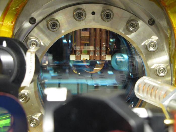Une puce quantique contrôlant un nuage d'atomes - Crédit : TU Wien
