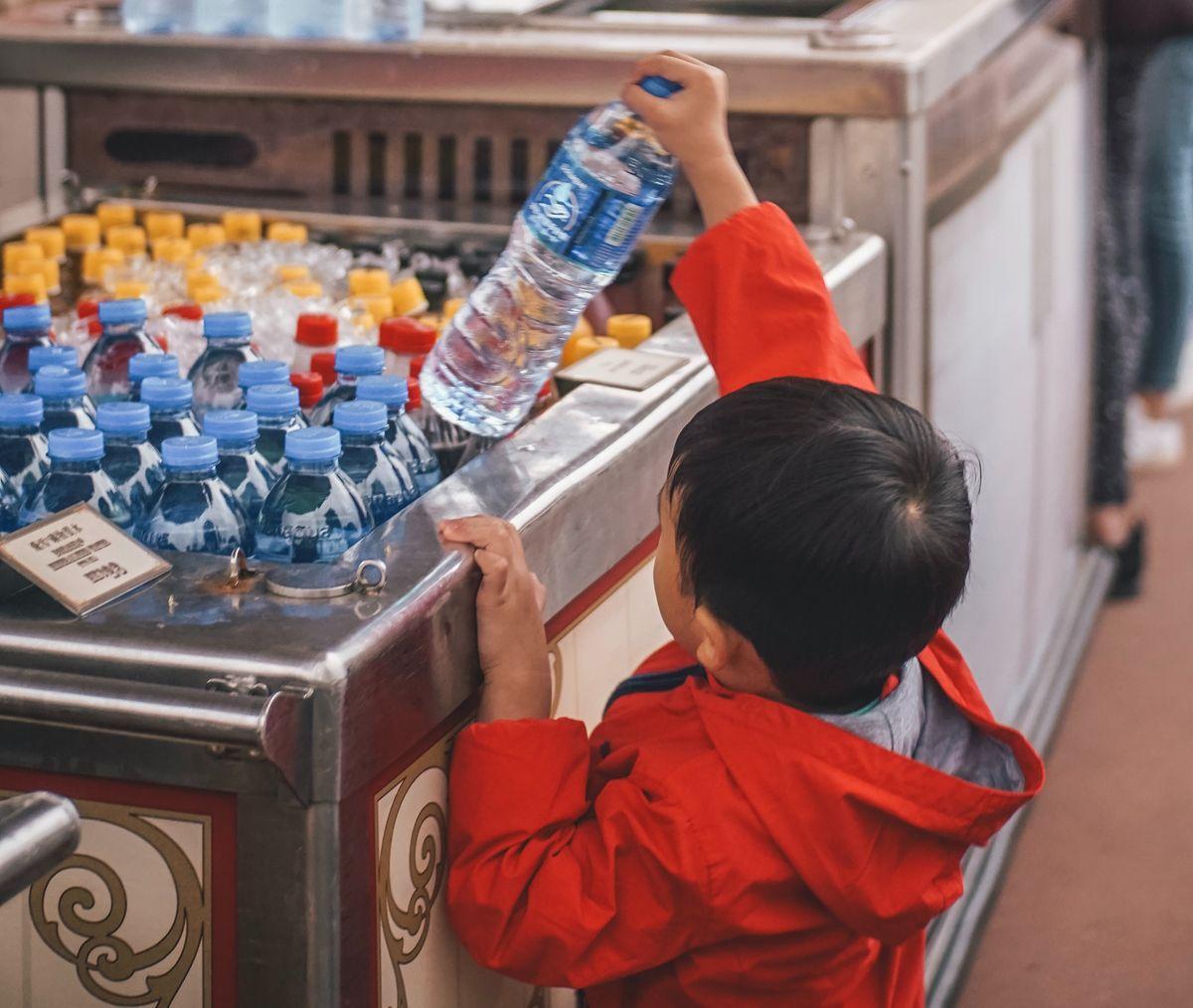 Rester hydraté est essentiel pour maintenir une bonne santé. Mais boire de l'eau distillée, plutôt que d'autres types d'eau, est-il une bonne option ?
