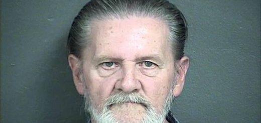 Lawrence John Ripple est déclaré coupable pour avoir braqué une banque. L'homme de 70 ans a déclaré qu'il préférait aller en prison parce qu'il était fatigué de vivre avec sa pétasse de femme.