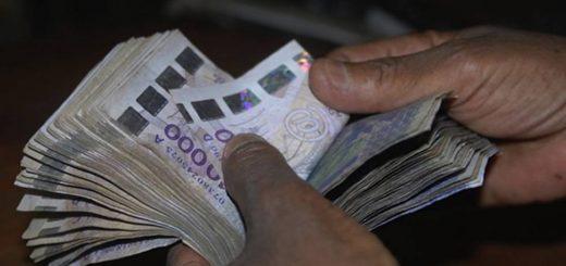 Ca n'a aucune importante que le CFA soit l'une des devises les plus performantes en Afrique subsaharienne pour la bonne et simple raison que ce n'est pas la performance des pays du CFA qui renforce la monnaie,mais l'arnaque de l'avoir associé à l'Euro. L'euro est très fort face au dollar ce qui explique la force du CFA. Si l'Euro dégringole, alors le CFA va chuter. Cela montre qu'une monnaie supranationale n'est jamais un indicateur d'un pays. Pire encore, les pays du CFA sont dans le rouge que ce soit dans l'inflation, l'augmentation de la pauvreté et le recul économique. On tente de faire avaler la couleuvre CFA par tous les moyens.