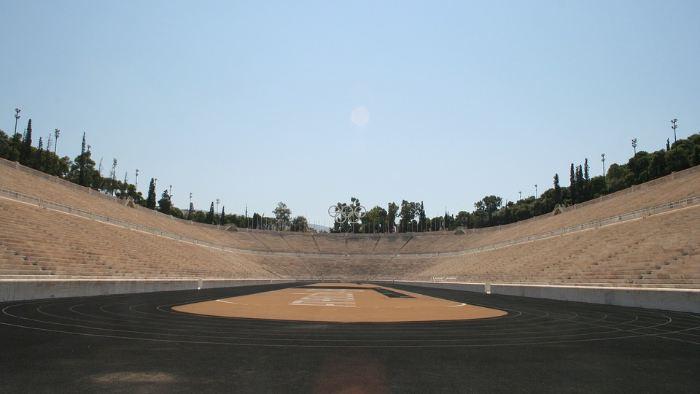 Un stade à l'abandon à Athènes pour les Jeux olympiques de 2004. La Grèce a subi une perte de 14 milliards de dollars à cause de l'organisation des JO