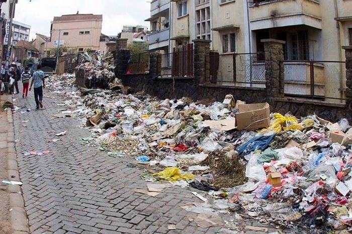 Les ordures dans un quartier d'Antananarivo (2013)
