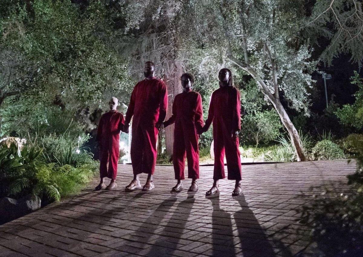 Dans le film Us, Jordan Peele peint un tableau. Un chef d'oeuvre où le rouge, se mêle au noir et au blanc pour montrer la dépression économique américaine.