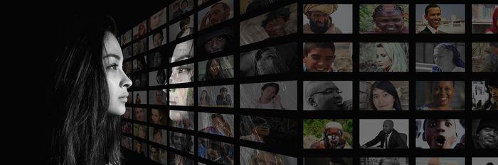 Une recherche suggère que même les médias de taille moyenne peuvent influencer considérablement l'opinion publique. Ainsi, un média avec un tirage à 50 000 exemplaires qui parle d'un sujet va provoquer une augmentation de 62 % des discussions de ce sujet sur les réseaux sociaux. Cela montre l'impact conséquent des médias indépendamment de leur taille.