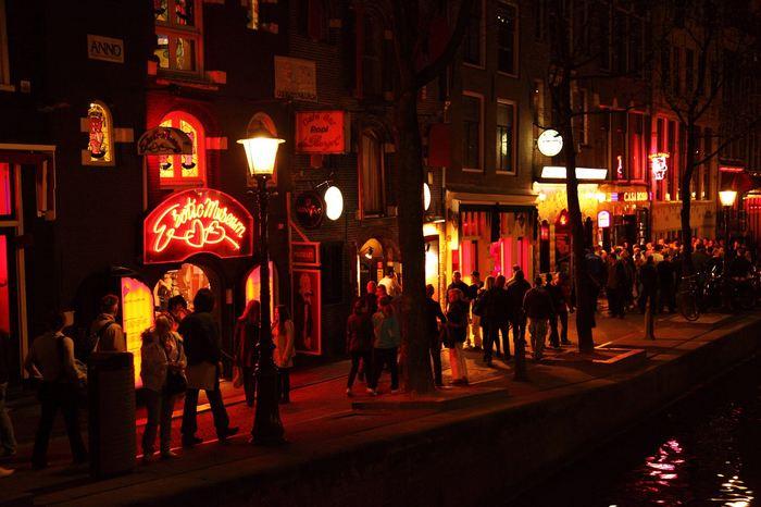 L'expérience accidentelle de la légalisation de la prostitution au Rhode Island continue d'être une source d'études qui nous montrent des impacts très intéressants. La dernière en date suggère que la légalisation de la prostitution peut réduire la violence sexuelle et des MST telles que la gonorrhée.