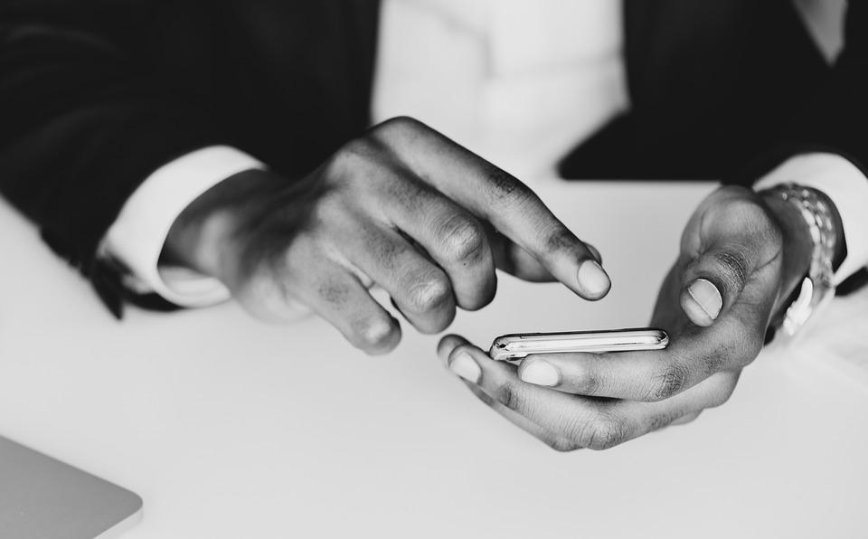 Il existe aujourd'hui des logiciels pour espionner un téléphone à distance. Leurs fonctionnalités sont multiples et on peut les utiliser pour le contrôle parental ou dans le cas d'une infidélité conjugale. Découvrez les caractéristiques de ces logiciels d'espionnage de téléphone.