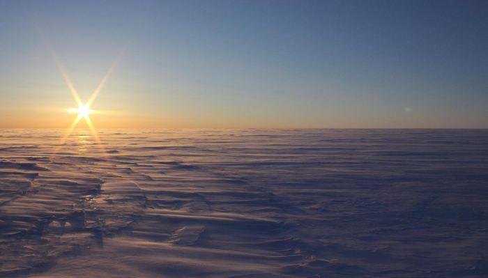 La calotte glaciaire de Devon, 2 lacs d'eaux hypersalées se trouvent à 550 mètres sous cette glace - Anja Rutishauser