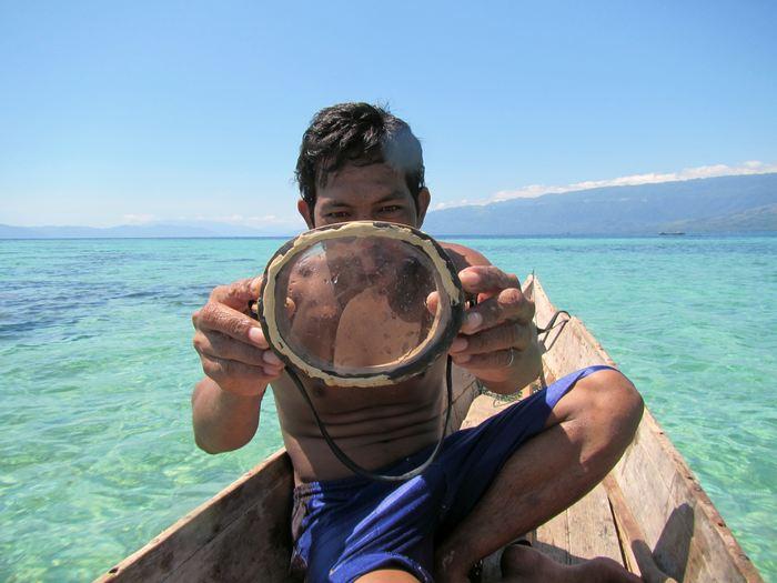 Les lunettes en bois utilisés par les plongeurs Bajau - Crédit : Melissa Ilardo