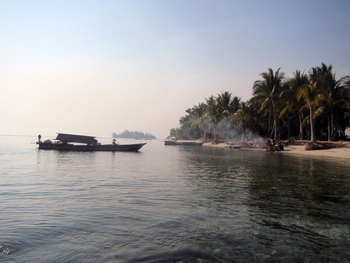 Une île qui sert de port pour les bateaux de pêche des Bajau - Crédit : Melissa Ilardo