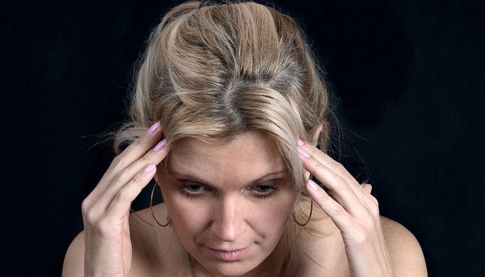 Les migraines, souvent handicapantes, touchent 15 à 20 % des adultes dans les pays développés, mais elles restent difficiles à expliquer. Une nouvelle étude montre pourquoi certaines familles sont sensibles aux migraines et comment la génétique peut influencer le type de migraine chez ces personnes.