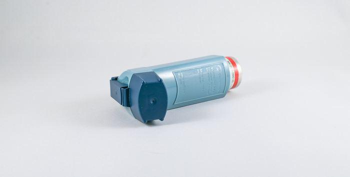 Deux nouvelles études sur des patients, souffrant d'asthme difficile à contrôler, montrent que le dupilumab, un médicament contre l'eczéma, soulage les symptômes de l'asthme et améliore la capacité des patients à mieux respirer que les thérapies classiques.