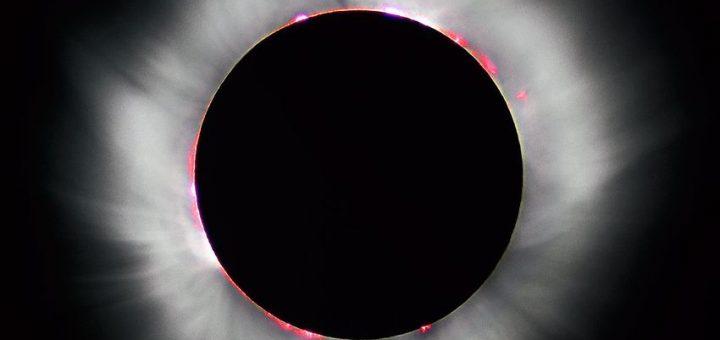 Dans cette éclipse solaire totale en France en 1999, le halo épineux de la lumière est le plasma de la couronne du Soleil - Crédit : Luc Viatour/Wikimedia