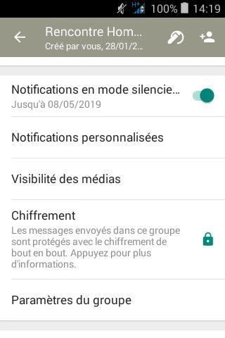 Activer la fonction Groupe Restreint de WhatsApp où seuls les administrateurs peuvent publier.